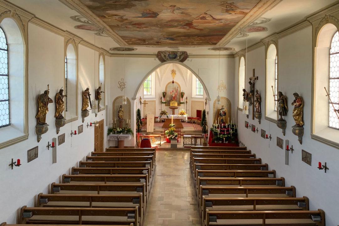Innenansicht der Kirche in Attenhausen